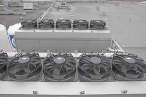 """<div class=""""bildtitel"""">Bild 5: In """"VapoChill""""-Kühltürmen von Krones sind – je nach erforderlicher Kühlleistung – zwischen einem und acht """"AxiBlade""""-Ventilatoren verbaut. Das erhöht die Prozesssicherheit. Fällt ein Ventilator aus, übernehmen die anderen die Last.</div>"""