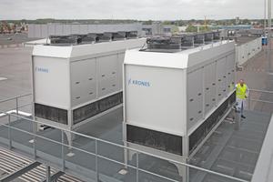 """<div class=""""bildtitel"""">Bild 1: Krones setzt auf eigene Kühltürme für die effiziente Kühlung seiner Produktionsanlagen.</div>"""