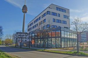 """<div class=""""bildtitel"""">Fertig gestelltes Bürogebäude im Hansapark Nürnberg Quartier I</div>"""