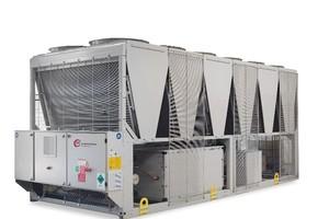 Der Kaltwassersatz KM Cool 500 DN-HFO gehört zu den Anlagen der neuesten Generation, die mit dem umweltschonenden Kältemittel HFO betrieben werden können.<br />