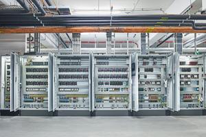 """<div class=""""bildtitel"""">Schaltschrank für die Kühl- und gekühlten Arbeitsräume sowie die TK (Steuerungsfabrikat Danfoss)</div>"""