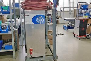 """<div class=""""bildtitel"""">Als Ergänzung zur stationären Klimaanlage kam eine 20 kW starke mobile Kältezentrale für drei Monate zum Einsatz. </div>"""