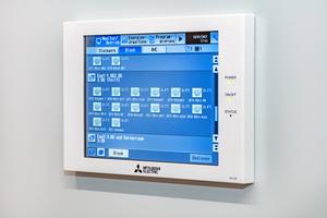 """<div class=""""bildtitel"""">Die Steuerung der Klimatechnik wird über das Remote Monitoring Interface (RMI) von Mitsubishi Electric realisiert. Das Cloudsystem ermöglicht die zentrale Anlagenverwaltung des Klimasystems per Fernzugriff.</div>"""
