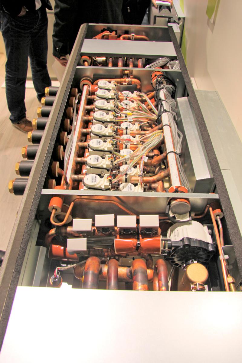 Klte Klima Aktuell Mitsubishi Vrf System Blick In Den Neuen Hybrid Bc Controller Am Electric Messestand Auf Der Chillventa