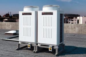 """Die """"VRF R2""""-Technologie wurde speziell für die Ansprüche moderner Gebäudearchitektur entwickelt, in denen es auch um maximale Effizienz der zur Verfügung stehenden Kälte- und Wärmeenergie geht<br />"""