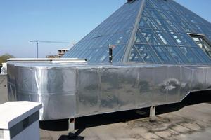 """<div class=""""bildtext"""">Im Außenbereich werden zur Dämmung von Außen- und Fortluftkanälen UV-beständige Produkte eingesetzt; hier haben sich werkseitig vorbeschichtete Produkte wie """"Arma-Chek Silver"""" bewährt</div>"""