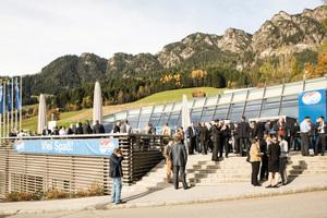 """<div class=""""bildtext"""">Das Kongress-Center in Alpbach</div>"""