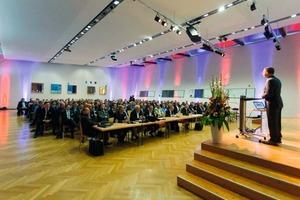 """<div class=""""bildtext"""">Rund 200 Besucher kamen zum Güntner-Symposium 2013. </div>"""