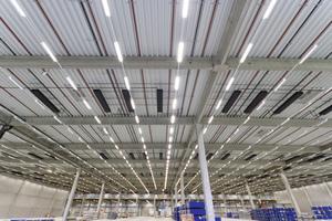 """<div class=""""bildtext"""">Insgesamt vier Hallen dienen bei Pfenning Logistics als Kühllager. Sie werden mit """"Sunline Silent Cool""""-Kühlkonvektoren dauerhaft auf unter 18 °C gekühlt.</div>"""