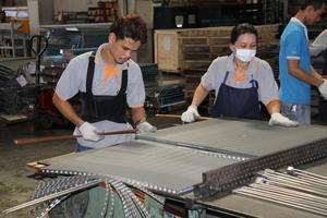 """<div class=""""bildtitel"""">Einblicke in die Produktion der Firma P.P.J. Engineering</div>"""
