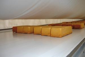 Textiler Luftkanal zur Kühlung von Backgut in einer Großbäckerei<br />