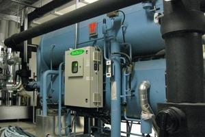 """Bei der Kühlung von Bürogebäude und Produktionshalle in Zweibrücken setzt John Deere auf eine """"Airwell Absorber LT 12C""""-Anlage<br />"""