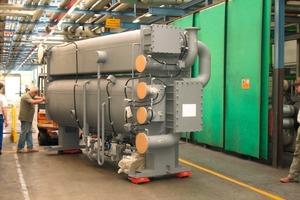 """Zwei solche """"16LJ""""-Absorptionskältemaschinen von Carrier nutzen den Brüdendampf aus der Reifenproduktion als kostenlose Energiequelle<br />"""