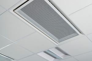 """Die Komfortmodultechnologie ist die Weiterentwicklung von Kühlbalkensystemen, und """"Parasol"""" von Swegon ist das in der Decke montierte Gerät für Ventilation, Kühlung und Heizung<br />"""