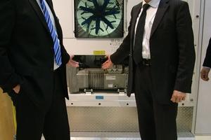 Peter K. Nymand, CEO Maersk Container Industry (links), Helmut Meyer, Director Transport Products, Bitzer Kühlmaschinenbau GmbH (rechts)<br />