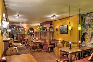 """<div class=""""bildtitel"""">Die """"Uhlenhorster Weinstube"""" in Hamburg bietet Wein und darauf abgestimmte Speisen in charmantem Ambiente.</div>"""