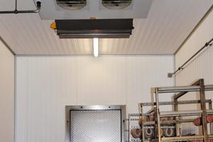 """<div class=""""bildtext"""">Die UV-C-Entkeimungslösung von Bäro reduziert die Mikroorganismen an Verdampferkühler und in der Luft um bis zu 99 %.</div>"""