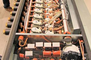"""<div class=""""bildtitel"""">Blick in den neuen Hybrid BC-Controller am Mitsubishi Electric-Messestand auf der Chillventa</div>"""