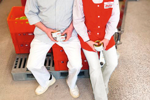 """<div class=""""bildtext"""">Verbinden handwerkliche Produktion mit modernster Technik: Albert und Silvia Hoppe, Inhaber des Fleischer-Fachgeschäfts Hoppe GmbH in Hännigsen</div>"""