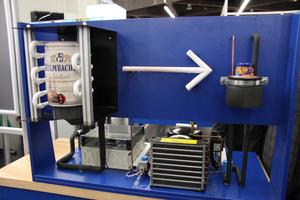 """<div class=""""bildtitel"""">Die anzufertigende Anlage kann ein Bierfass kühlen und eine Dose Würstchen wärmen.</div>"""