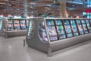 """<div class=""""bildtitel"""">Der neue Tiefkühlschrank """"Iconic"""" von Viessmann am Point of Sale im neuen Edeka-Markt Kusenberg in Goch. </div>"""