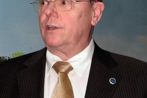 Obermeister Paul Woste sprach die neuen Gesellen von ihren Pflichten frei