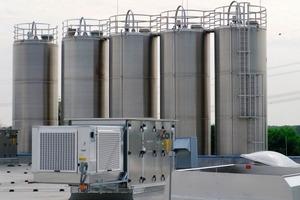 Die Klimatisierung der Hallen war aufgrund der Produktionskapazität und der in einer Kunststoffspritzerei typischen Produktionsbedingungen eine komplexe Herausforderung<br />