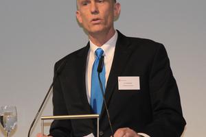 """<div class=""""bildtitel"""">Eric P. Youngdale, Global Market Manager für """"Opteon""""-Kältemittel bei Chemours, stellte auf der Chillventa die neue """"XL""""Serie für Neuanlagen vor.</div>"""