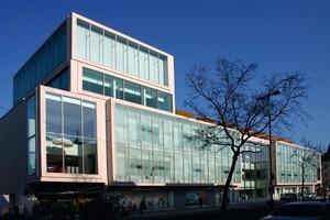 Der erste Bauabschnitt mit dem Karstadt-Warenhaus und einem Kühlkreislauf mit zwei Kühltürmen<br />