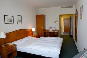 """<div class=""""bildtitel"""">Gebläsekonvektoren in den Zwischendecken der Hotelzimmer</div>"""