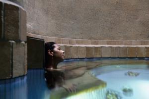 Luftfeuchtigkeit<br />Schwimmbäder sind Oasen jedes Wellnessbereichs, die zum Verweilen und Entspannen einladen. Um langfristig Freude an dem Badespaß zu haben, sollte aber auch die Luftfeuchtigkeit stimmen <br />