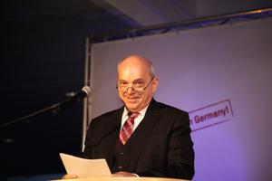 "<div class=""bildtext"">Andreas Kleimann während seiner Ansprache</div>"