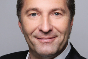 """<div class=""""bildtitel"""">Jan-Henning Sievers und</div>"""