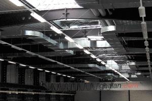Lichtstraßen und Klimasysteme von Colt sorgen in der Fertigungshalle für optimale Arbeitsbedingungen