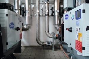 Die Kälteanlage muss in der Lage sein, verschiedene Temperaturanforderungen im Werk möglichst energieeffizient abzudecken – von -2 °C beim Vergießen der Schokolade bis zu 20 °C in den Produktionshallen<br />