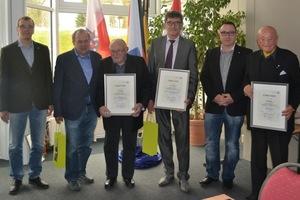 """<div class=""""bildtitel"""">Der Vorstand gratuliert Thomas und Paul Feuchter, Manfred Eckel (Eckert und Stück) und Theo Mack zu 50 Jahren Mitgliedschaft.</div>"""
