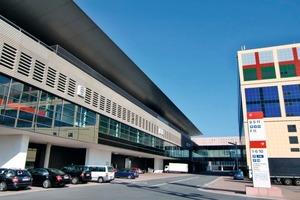 Die 30 m hohe und über 200 m lange Halle 11 der Messe Frankfurt ist für variable Nutzungen konzipiert und stellt damit Anforderungen an eine flexible Leistungsanpassung der Heizungs- und Klimatechnik<br />
